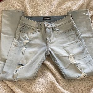 Light wash distressed Express size 4 jeans EUC